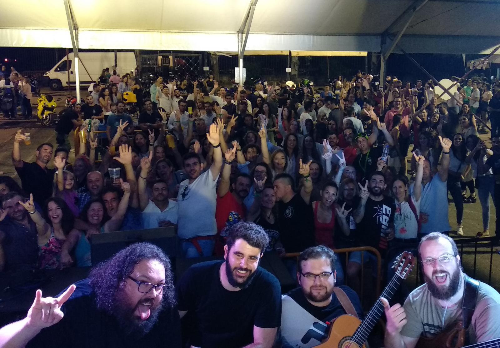 Extopa tributo a Estopa éxito en la concentración de motos de Villafranca de los Barros